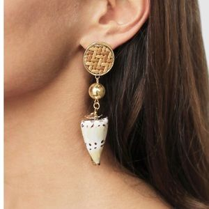 Ettika Nautical Nature Shell Earrings in Tan